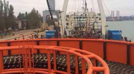 РФ готова запустить энергомост в Крым раньше срока